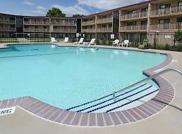 Courtyard Apartments - Saint Louis Park