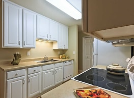 Carriage House Apartments - Moorhead