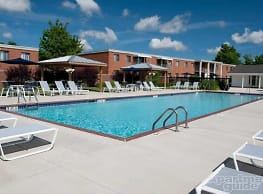 Colony Club Apartments And Townhomes - Bedford