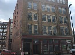 Apartments by Middle Earth Properties - Cincinnati