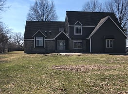 5 bedroom on 2 acres 150hwy & Ward Rd - Lees Summit