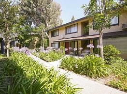 Glen Oaks Apartment Homes - Anaheim