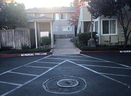 West Oaks Apartments - Santa Rosa