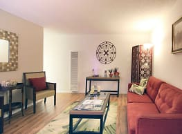 Casa Flores Apartments - Riverside