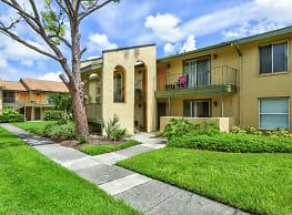L Estancia Garden Apartments - Sarasota