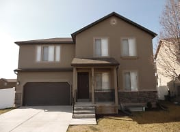 This 6 bedroom 3.5 bath home has 2249 square feet - Lehi
