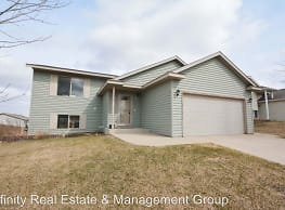 5933 Crown Ln NW - Rochester