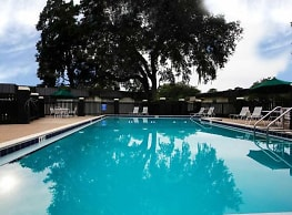 Rolling Hills Apartments - Tallahassee