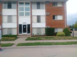 Westland Estates Apartments - Westland