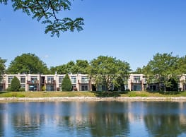 Foxboro Apartments - Wheeling