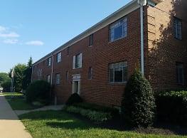 Hillwood Manor Apartments - Falls Church