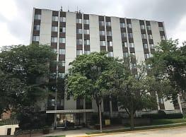 Shorewood East Apartments - Shorewood