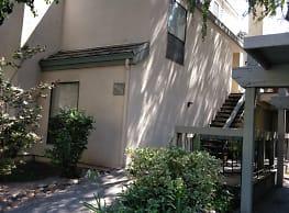 Oakbrook Apartments - Modesto
