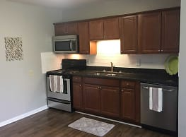 2200 Midtown Apartment Homes - Greensboro