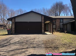 Spacious 3BED/1.5BATH Twinhome in Coon Rapids! - Coon Rapids