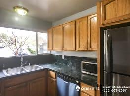 3 br, 2 bath Apartment - 2345 Paloma Ct Unit 2 - - Pinole