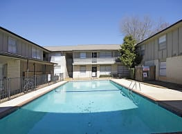 University Courtyards Apartments-Nacogdoches - Nacogdoches