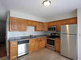 Oak Knoll Apartments - Norwalk