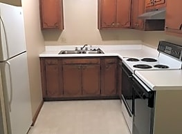 Two Bedroom Apartment/ One Bathroom - Grand Ave - Des Moines