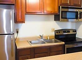 Hillcrest Apartments & Oakwood Townhomes - Big Rapids