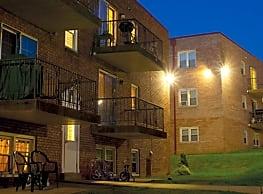 Monroe Village Apartments - Monroeville