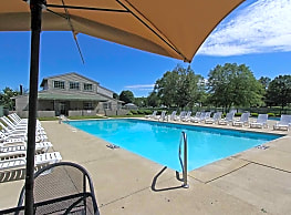 Hunters Lake Apartments & Townhomes - Cuyahoga Falls