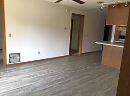 Oak Tree Apartments - Madison