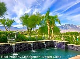 208 Loch Lomond Rd - Rancho Mirage