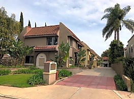 2558 Orange Avenue - Costa Mesa