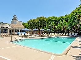 The Californian Fountain Apartments - Huntington Beach