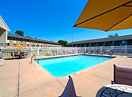 Wildwood Pool - Cedar Rapids