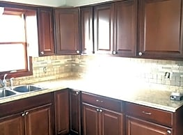 Home Sweet Home! NEW ON MARKET! Great Space!!! - Milwaukee