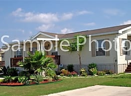 3 bedroom, 2 bath home available - Fort Pierce