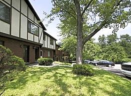 Center Grove Apartments - North Versailles