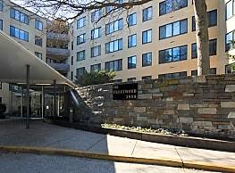 Crestwood Apartments - Washington
