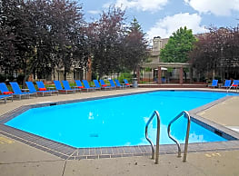 Fox Chase Apartments - Holland