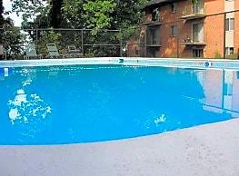 Woodridge Apartments - Roanoke