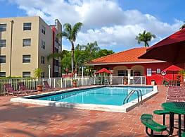 Lago Club Apartments - Miami