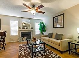 Oaks at Hulen Bend - Fort Worth