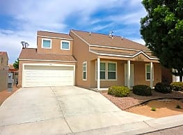 This 4 bedroom 2.5 bath home has 1,716 square feet - Albuquerque