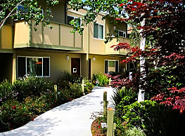 Townhouse Plaza - Castro Valley