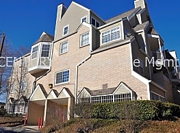 Stylish 2-Story 1/1/1 Condominium in Sought-After - Dallas