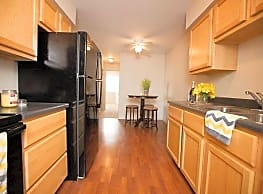 Holland Crossing Apartments - Maumee