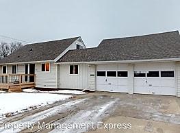 4 br, 1.5 bath House - 103 W 41st St - Sioux Falls