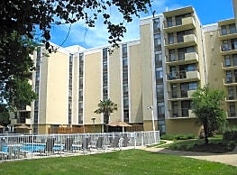 Royal Mace Apartments - Norfolk