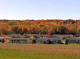 South Point Apartments - Baraboo