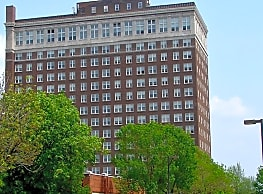 Le Claire Apartments - Moline
