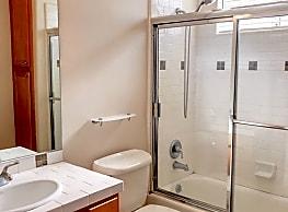 3 br, 2.5 bath Townhome - 14544 Margate St Unit 6 - Los Angeles