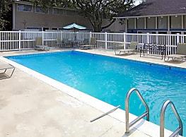 Woodland Towns Apartments - Biloxi