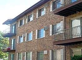 Hickory Oaks Apartments - Lansing